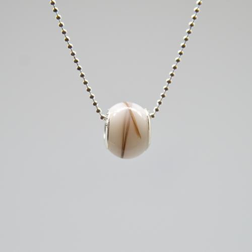 Le-bijou-de-maman-bijoux-de-lait-collier-ma-perle-maternelle-glissante