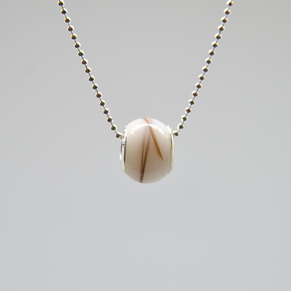 collier perle de lait