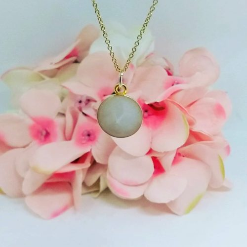 Le-bijou-de-maman-bijoux-de-lait-maternel-bijoux-personnalisables-mon-medaillon-collier-couleur-or